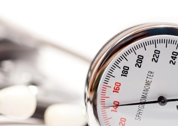 Гипертоническая болезнь может почти в 2 раза увеличить сердечно-сосудистый риск у женщин
